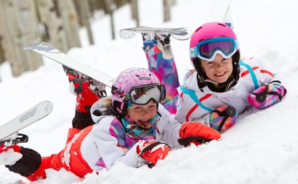 ski child 2 1024x631 - Отдых в России в новогодние каникулы 2017-2018