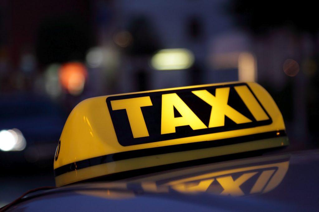 Taxi 1024x683 - Как накопить на квартиру