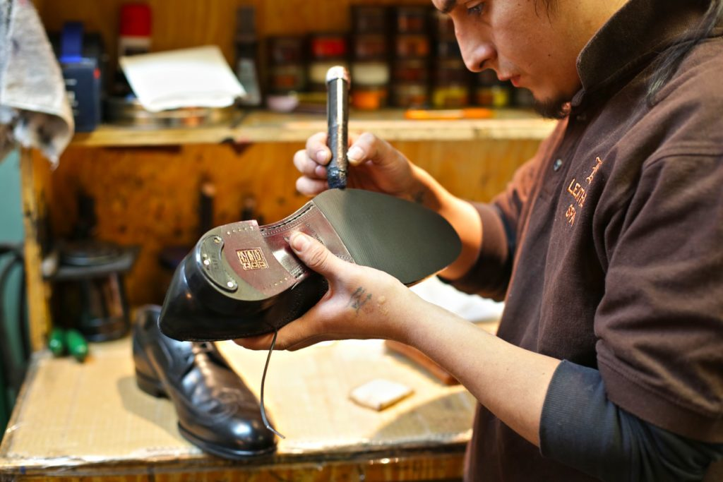 1457014361 20130603160023 1024x683 - Как починить обувь своими руками