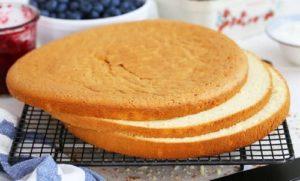 Propitka biskvitnyh korzhej dlya torta 300x181 - Как приготовить бисквит в домашних условиях