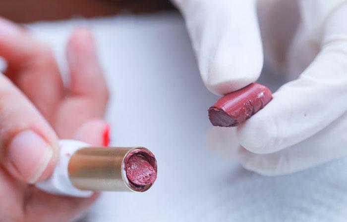 lipstick 1 - Как починить разбитую пудру или тени
