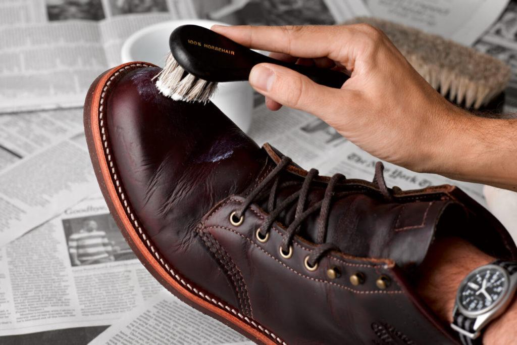 uhod za kozhanoj obuvju 1024x683 - Как починить обувь своими руками