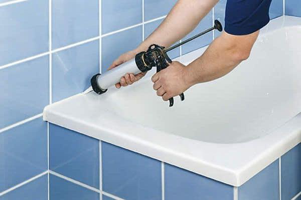 ustanovka akrilovogo vkladysha foto8 - Как красиво заделать края и низ ванной?