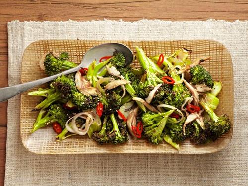 1337472819 zharenaya kapusta brokkoli s gribami i percem chili - Как вкусно приготовить капусту брокколи?
