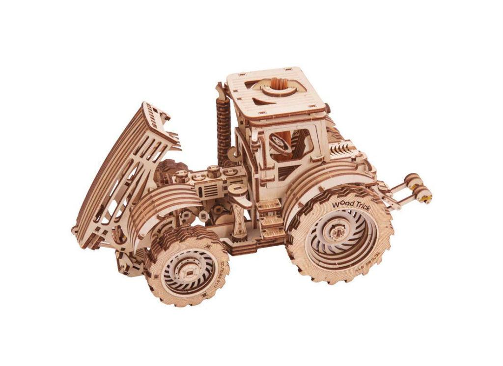 tractor wood trick05 1024x745 - История появления конструктора «Лего»