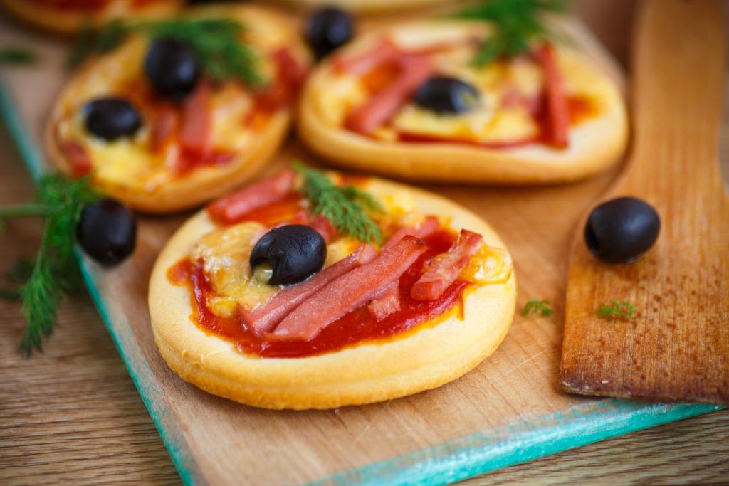 6170cb15b78309b0dc87a392130bf396 1024x683 - Как сделать пиццу в домашних условиях
