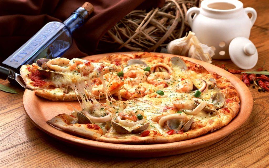 Pitstsa s moreproduktami 1024x640 - Как сделать пиццу в домашних условиях
