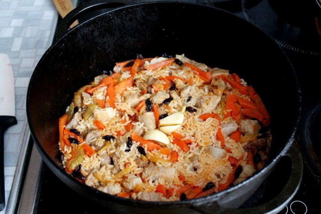plov iz baraniny v kazane 1519644034 11 max 1024x682 - Как вкусно приготовить баранину