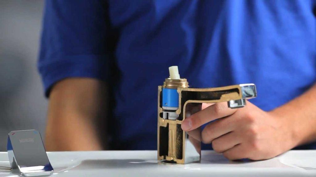 remont odnorichagnogo cmesitela 1 1024x576 - Как починить смеситель на кухне или в ванной