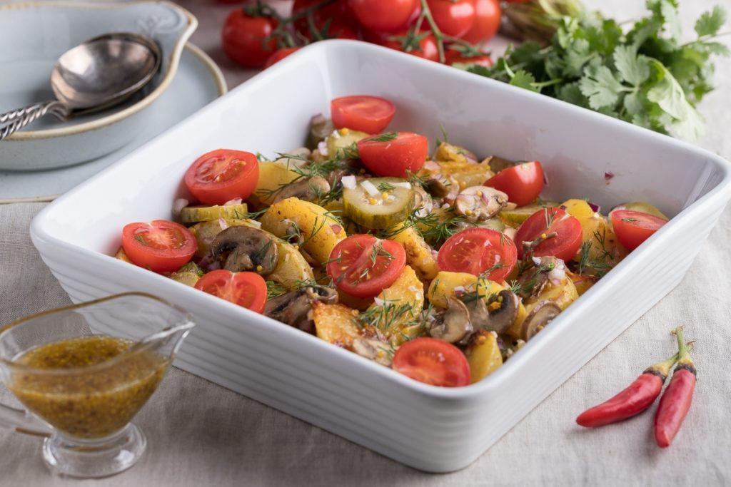 salat iz kartoshki i gribov 1024x683 - Как приготовить стейки или отбивную дома