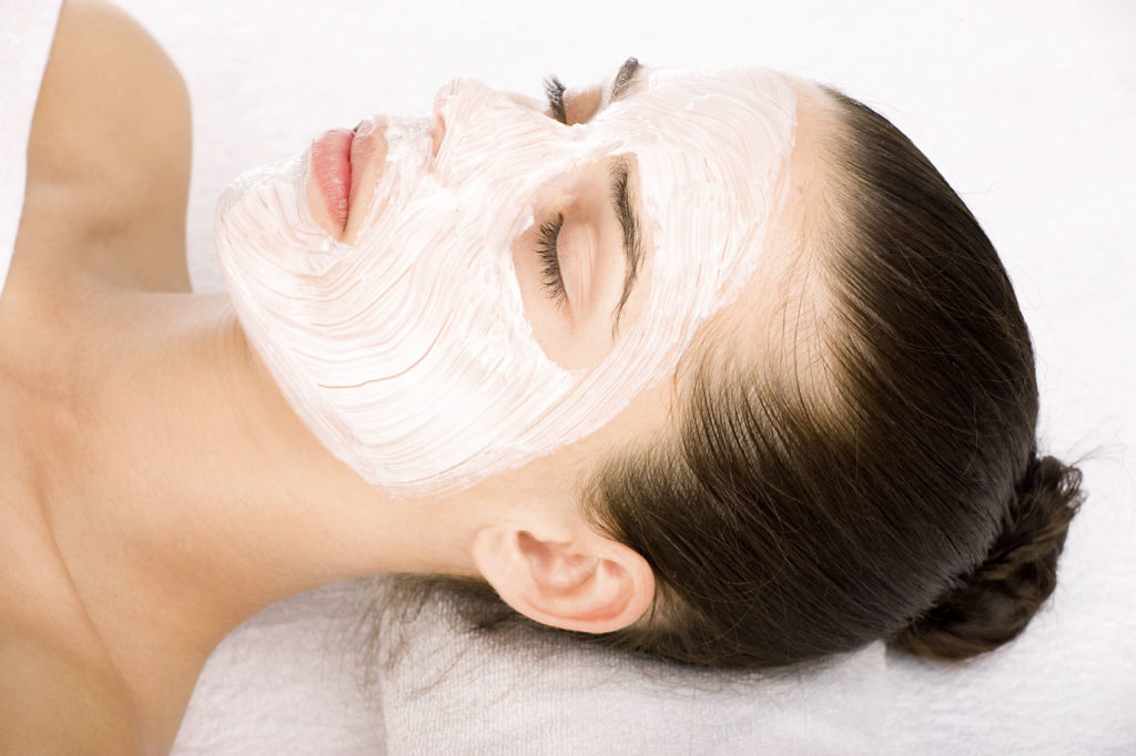 1397845365 f00a 1024x682 - Как сделать домашнюю маску для лица