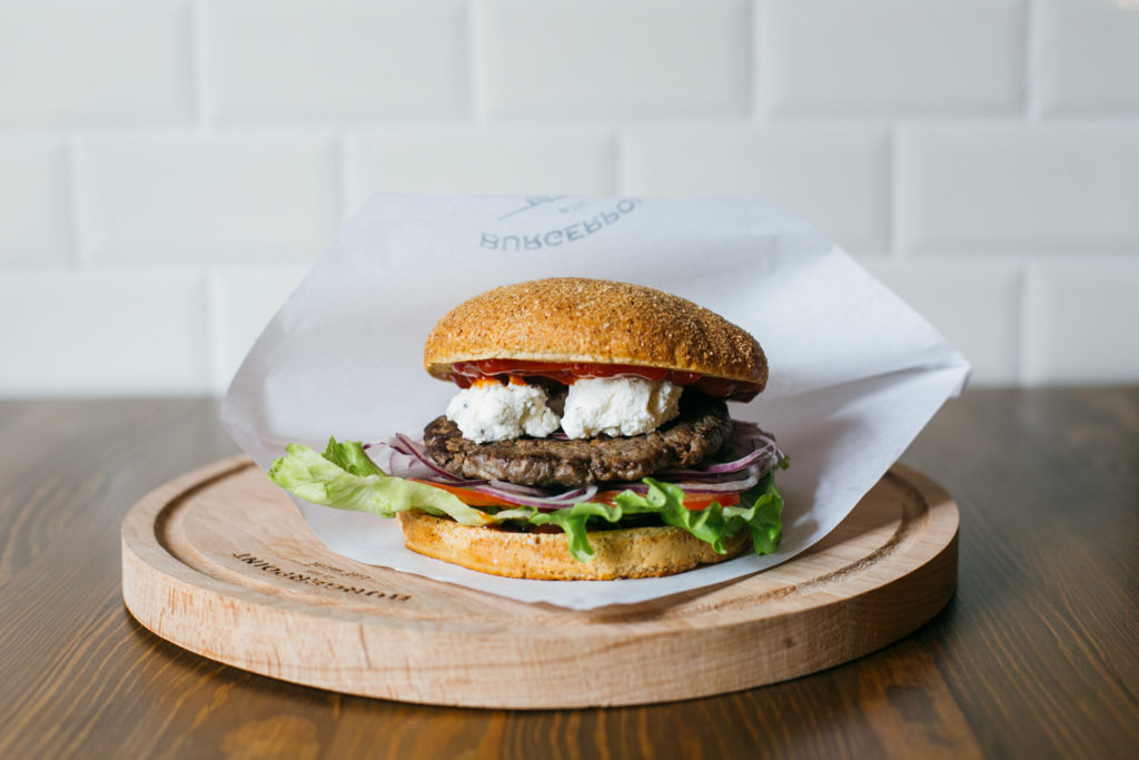 8M0A1672 1024x683 - Как приготовить вкусные бургеры в домашних условиях