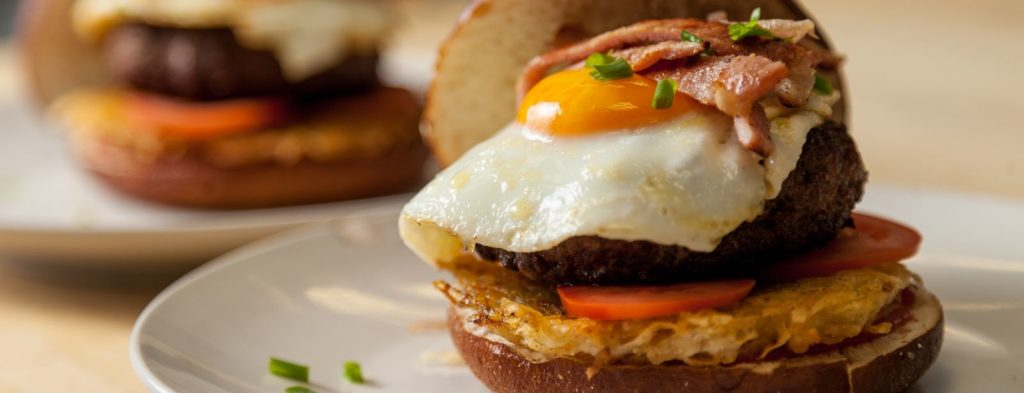 lunch burger with hash browns and fried eggs web 1024x393 - Как приготовить вкусные бургеры в домашних условиях