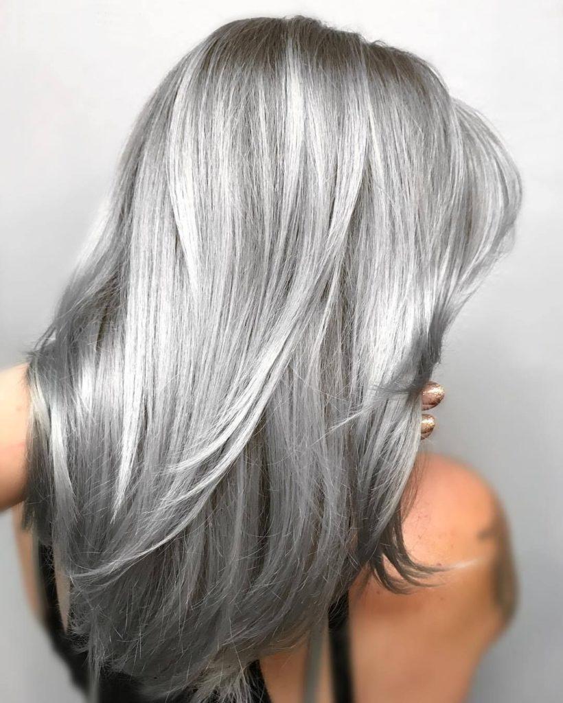 0bcdbc5ba4d49340c1634ab6acf41a30 820x1024 - Как вывести темный или черный цвет волос