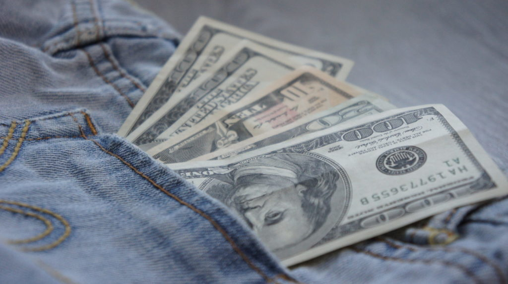 DSC09790 1024x573 - Как безопасно перевезти крупную сумму денег