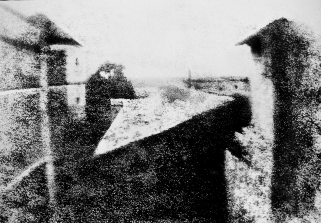 View from the Window at Le Gras Joseph Nic phore Ni pce 1024x712 - Когда изобрели фотоаппарат